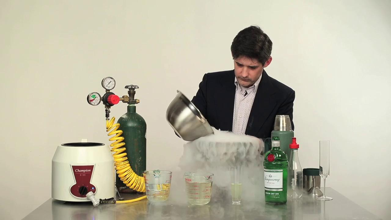 Watch Master Mixologist Dave Arnold Reinvent the Gin & Tonic