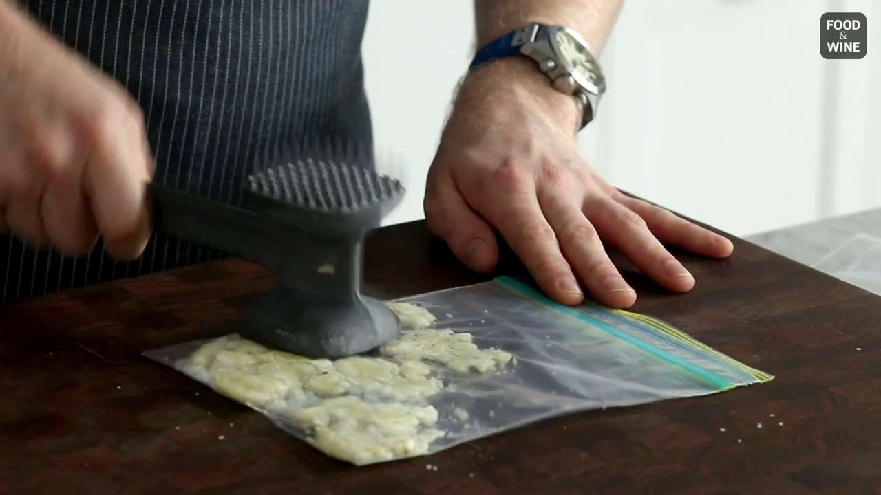 How to Make Garlic Paste in a Baggie